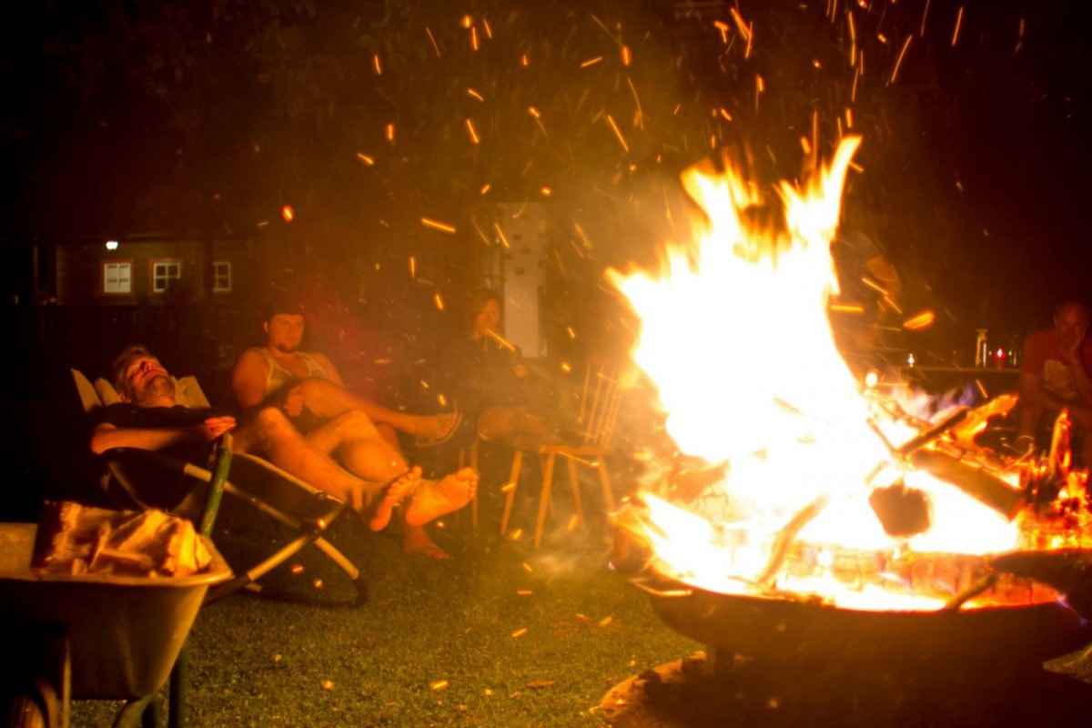 Grill & Chill im Garten mit Lagerfeuer