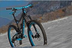 AluTech Fanes Enduro Customaufbau in schwarz blau eloxiert